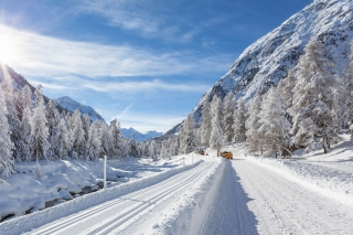 Free Snow-covered Road Picture for Android, iPhone and iPad