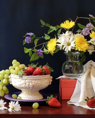 Berries and bouquet Still life sfondi gratuiti per 320x480