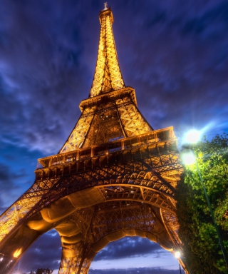Free Eiffel Tower Picture for Nokia C1-01