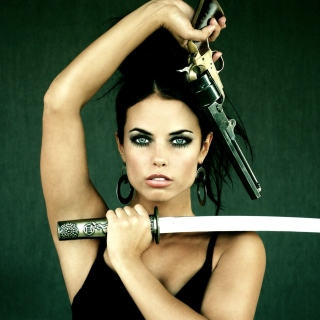 Warrior girl with swords sfondi gratuiti per iPad mini