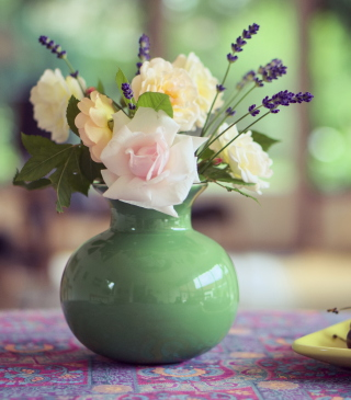 Tender Bouquet In Green Vase Wallpaper for Nokia C1-01