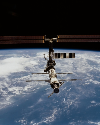ISS And Earth sfondi gratuiti per 320x480