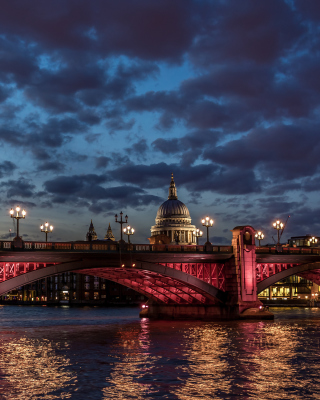 Free Westminster Bridge in UK Picture for iPhone 6 Plus