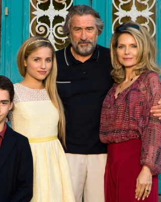 Free Robert de Niro and Michelle Pfeiffer in The Family Picture for Nokia Asha 310
