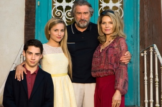 Free Robert de Niro and Michelle Pfeiffer in The Family Picture for Android, iPhone and iPad