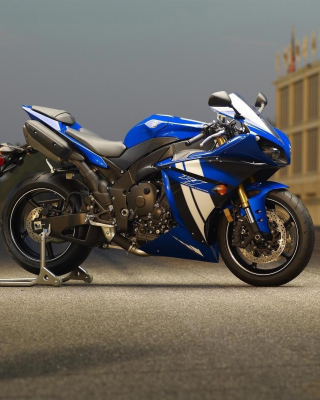 Free Yamaha R1 Motorcycle Picture for Nokia C1-02