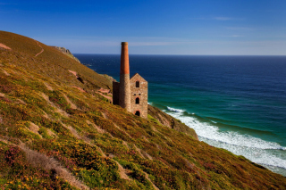Free Lighthouse in Cornwall Picture for Android, iPhone and iPad