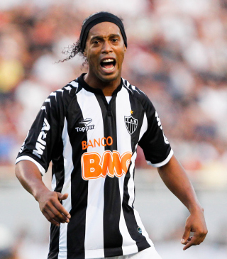 Ronaldinho Soccer Player sfondi gratuiti per iPhone 6