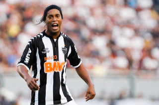 Ronaldinho Soccer Player Picture for Android, iPhone and iPad