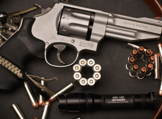 Free Revolver Picture for Android, iPhone and iPad