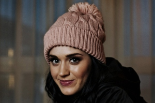 Free Katy Perry Wearing Hat Picture for Android, iPhone and iPad