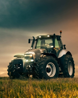 Free Lamborghini Trattori Tractor Picture for iPhone 6 Plus