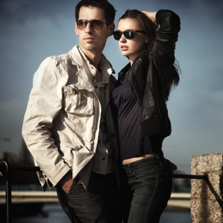 Couple portrait Wallpaper for LG KP105