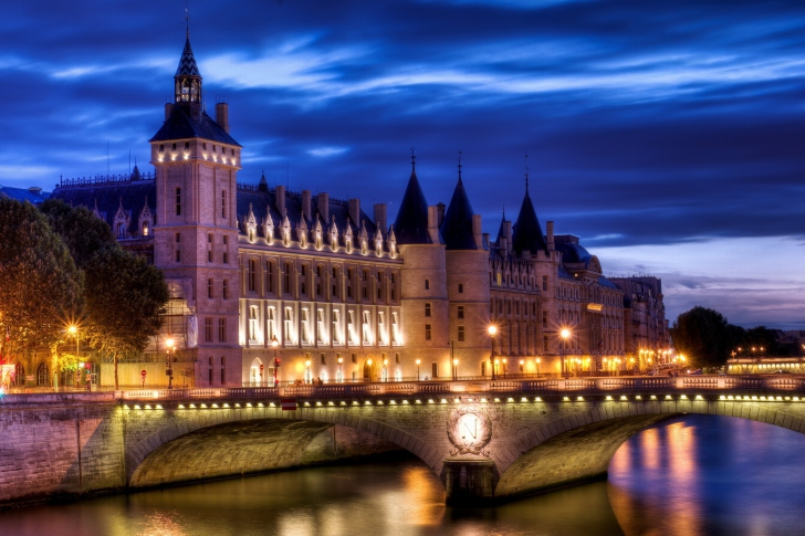La Conciergerie Paris Palace wallpaper