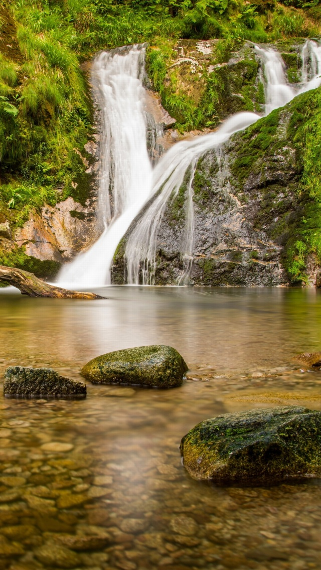 Screenshot №1 pro téma Waterfall in Spain 640x1136