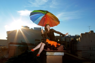 Happy Girl With Rainbow Umbrella sfondi gratuiti per Sharp Aquos SH80F