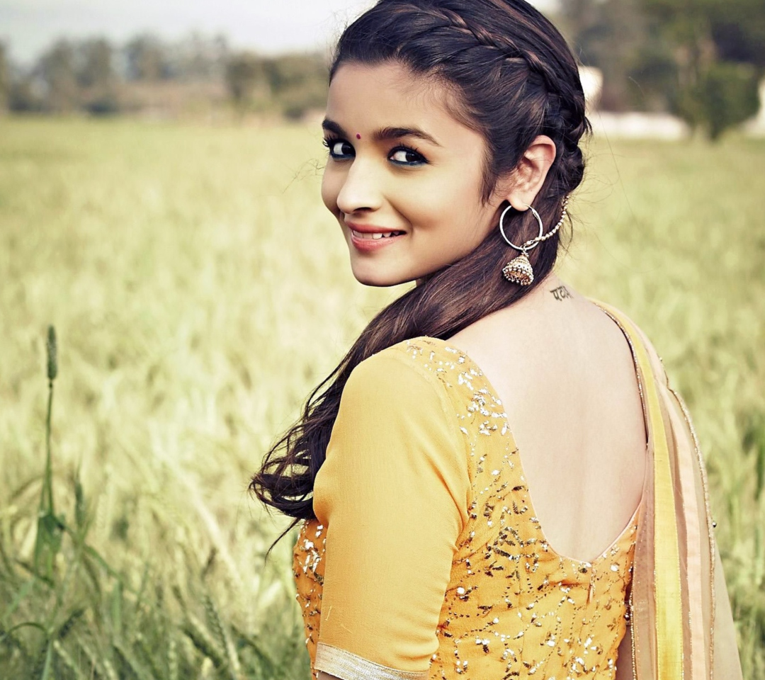 Alia Bhatt In Humpty Sharma Ki Dulhania para Motorola RAZR XT910