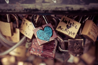 Love Lock Wallpaper for Android, iPhone and iPad