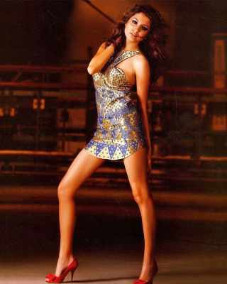 Anushka Sharma High Heels Girl Wallpaper for Nokia 5800 XpressMusic