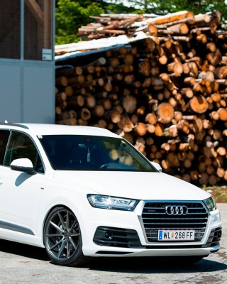 Free Audi Q5 Picture for iPhone 4S