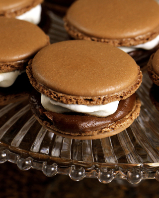 French Chocolate Macarons sfondi gratuiti per iPhone 4S