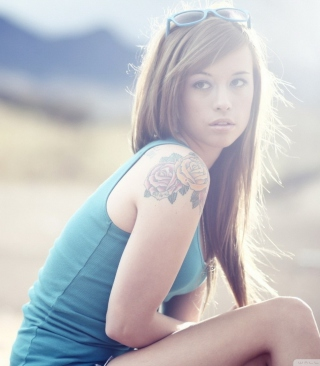 Beautiful Girl With Long Blonde Hair And Rose Tattoo - Obrázkek zdarma pro 360x640