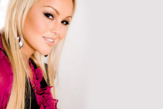 Blonde Smiling Model Abbey Brooks - Fondos de pantalla gratis para Acer A101 Iconia Tab
