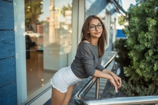 Pretty girl in glasses Picture for Samsung Galaxy S6 Active