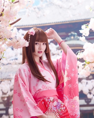 Japanese Girl in Kimono Wallpaper for Nokia Asha 305