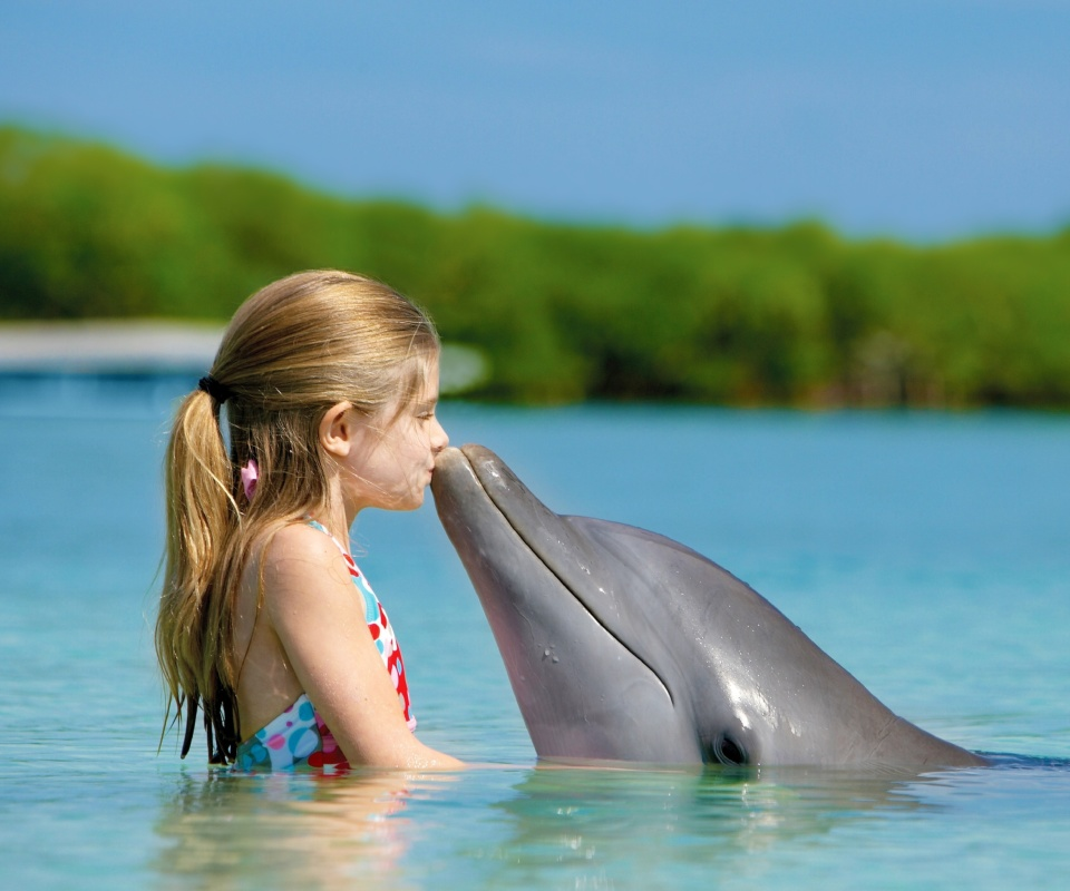 Screenshot №1 pro téma Girl and dolphin kiss 960x800