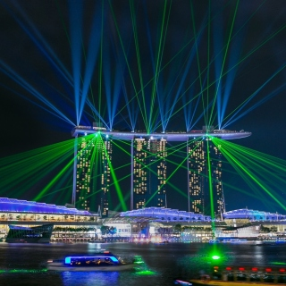 Kostenloses Laser show near Marina Bay Sands Hotel in Singapore Wallpaper für 1024x1024