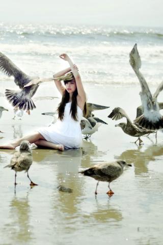 Girl And Seagulls On Beach para Huawei G7300