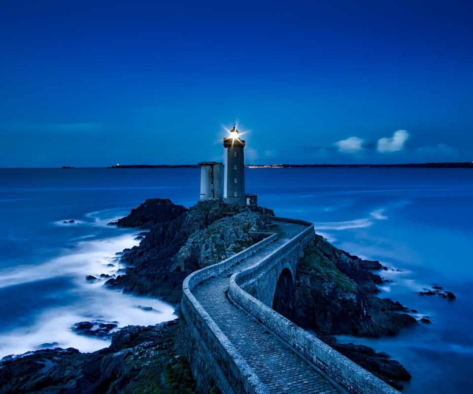 France Lighthouse in Ocean wallpaper 960x800