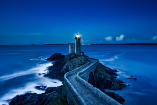 France Lighthouse in Ocean sfondi gratuiti per Samsung Galaxy Note 2 N7100