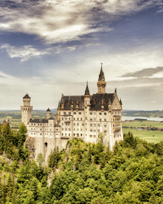 Free Bavarian Neuschwanstein Castle Picture for HTC Titan