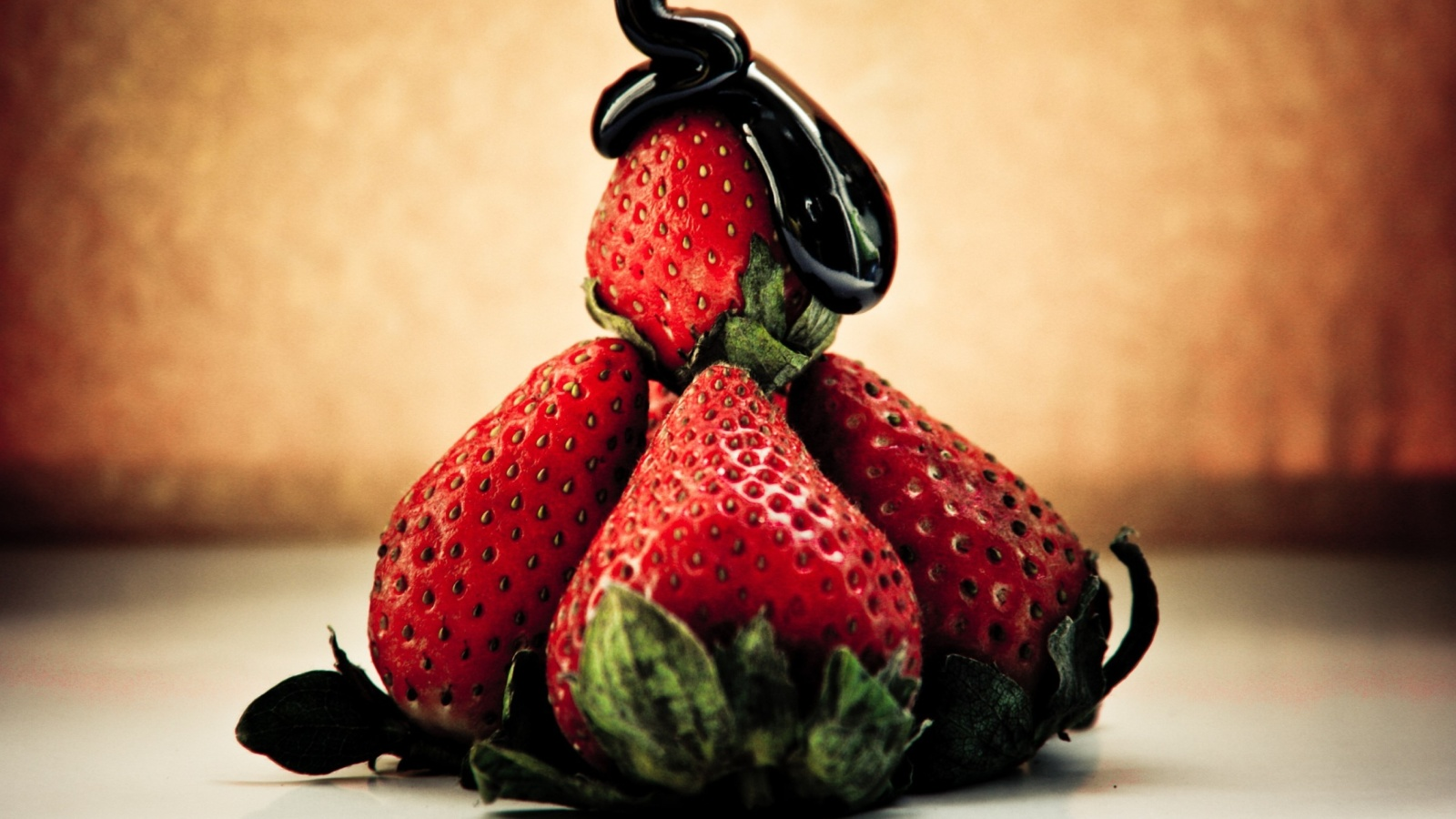 Screenshot №1 pro téma Strawberries with chocolate 1600x900