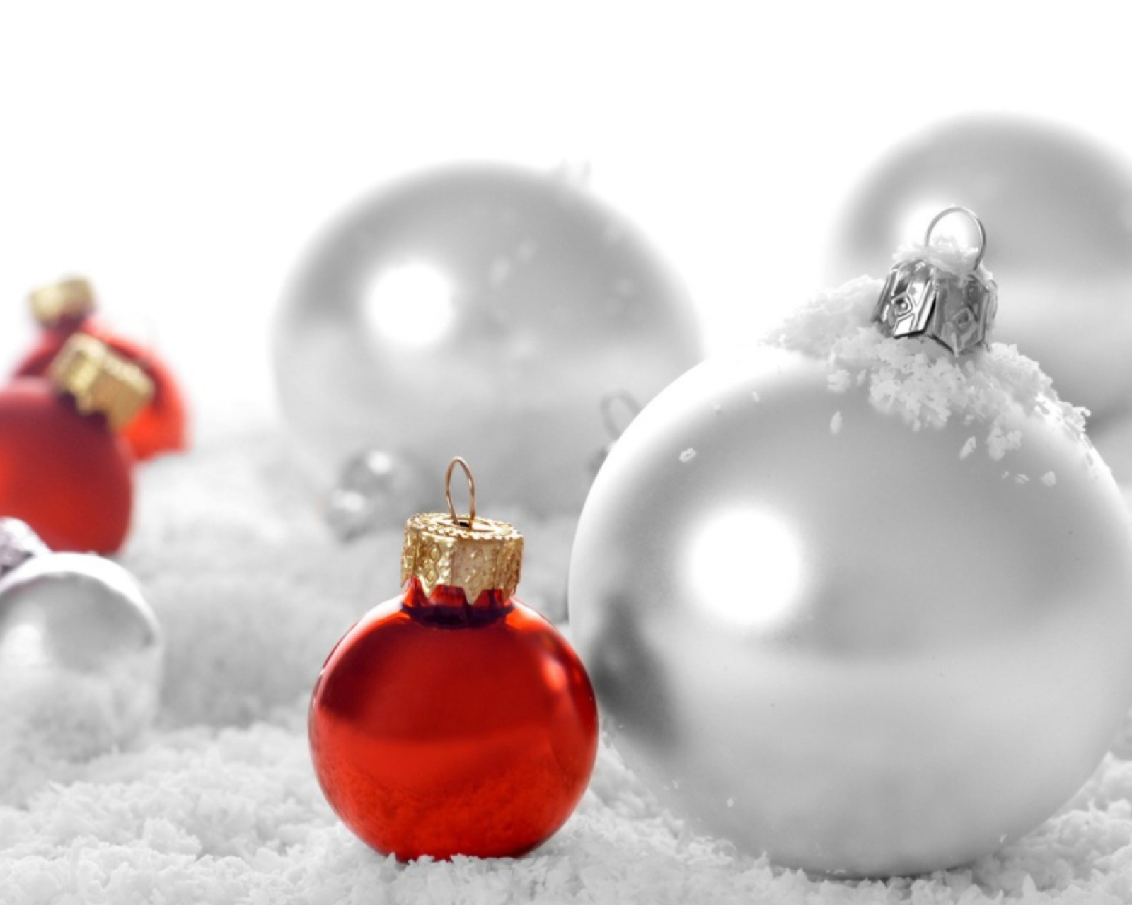 Christmas Decorations wallpaper 1600x1280