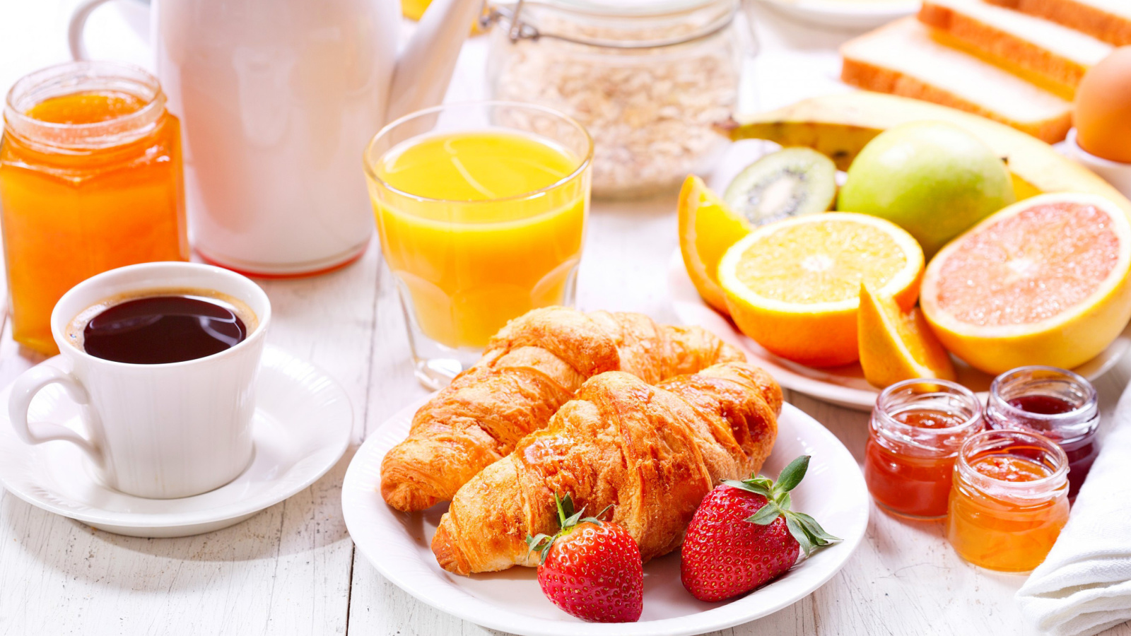 Screenshot №1 pro téma Breakfast with croissants and fruit 1600x900