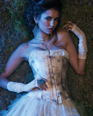 Free Nina Dobrev Picture for iPhone 5