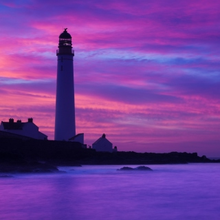 Lighthouse under Purple Sky sfondi gratuiti per iPad mini