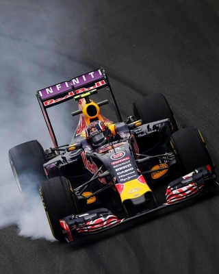 Free Red Bull F1 Infiniti Picture for Nokia Asha 306