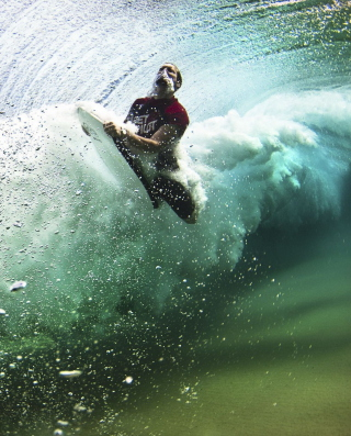 Free Summer, Waves And Surfing Picture for HTC Titan