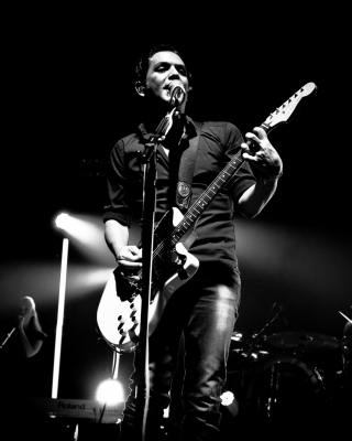 Brian Molko From Placebo sfondi gratuiti per iPhone 6 Plus