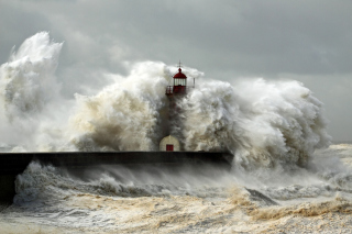 Lighthouse At Storm - Fondos de pantalla gratis para Samsung S7562 Galaxy S Duos