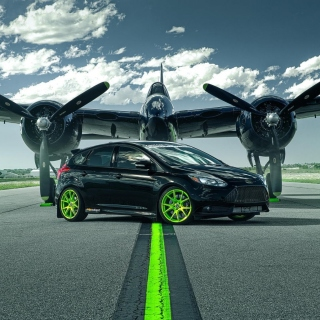 Ford Focus ST with Jet Wallpaper for LG KP105