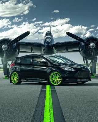 Ford Focus ST with Jet Background for 640x1136