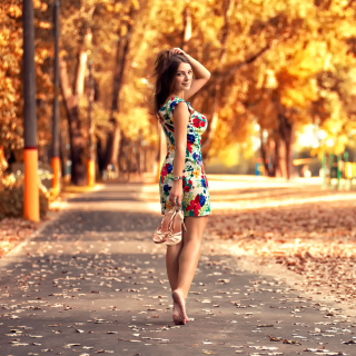 Cute autumn girl Picture for 1024x1024