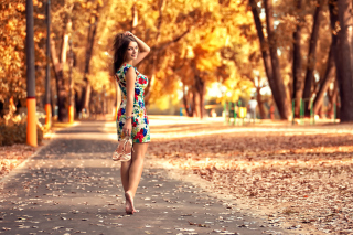 Free Cute autumn girl Picture for Android, iPhone and iPad
