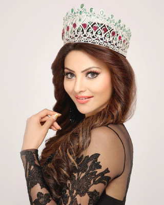 Обои Urvashi Rautela Miss World для Nokia Asha 503