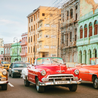 Free Cuba Retro Cars in Havana Picture for iPad 3